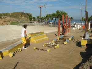 The free open air gym in Arpoador, photo by Hakan Almerfors.