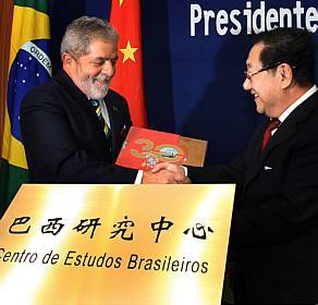 Lula and Chinese President, Hu Jintao, photo by Estadão de S. Paulo.
