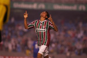 Young striker Kieza celebrates his equalizer against Cruzeiro, photo by Ricardo Ayers/Photocamera.