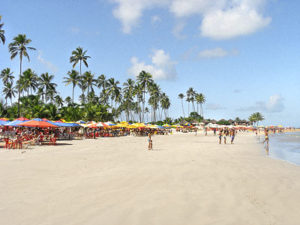 Salvador beach, photo by www.salvador-bahia-brazil.com.