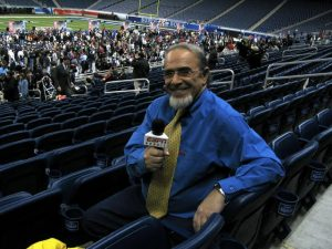 Adler holding the ESPN Brazil microphone at Superbowl XL in 2006 in Detroit, Michigan, photo by André Adler.