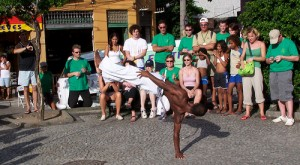 Capoeira on the streets of Copacobana, photo by Vincent Chaigneau/Flickr Creative Commons License.