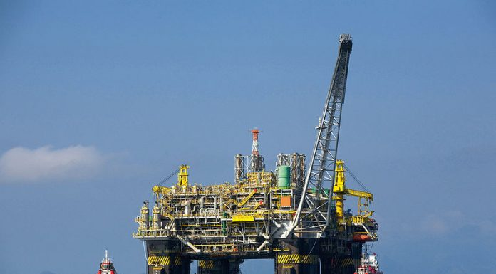 The first 100 percent Brazilian oil platform, the P-51, photo by Petrobras/ABr.