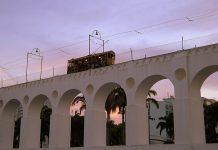 Bonde crosses the Arcos da Lapa photo by LeandrosWorldTour/Flickr Creative Commons License.
