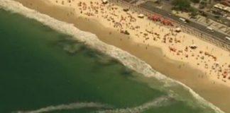 Black patches on Rio's beaches, TV Globo, image recreation.