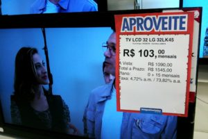 Television set sold in electrical store in installments, photo by Ben Tavener/The Rio Times.