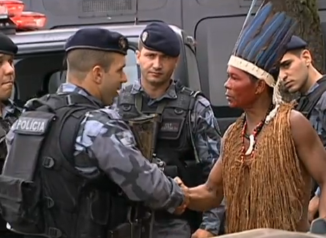 Standoff between the native indian squatter community and police, Rio de Janeiro, Brazil News