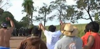 Indigenous activists clash with police in Mato Grosso do Sul following their eviction, image recreation.