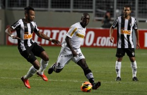 Clarence Seedorf (center) has added experience and imagination to the Botafogo midfield, Rio de Janeiro, Brazil News