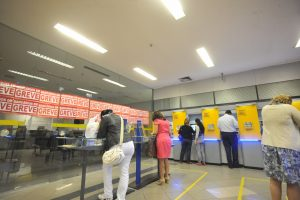 Customers are encouraged to use online banking and ATM machines during bank strike, photo by Elza Fiuza/Agencia Brasil.