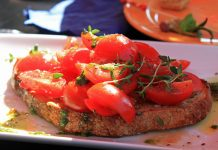 The bruschetta at Venga! is one of the most ordered tapas, photo by Barni1.