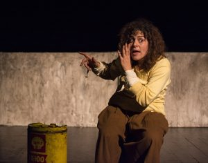 Actress Rosinda Costa performs stage adaptation of 'Terra Sonâmbula', photo by ESTE. Brazil, Brazil News, Rio de Janeiro, Arts and Culture, Theatre, Theater, Literature